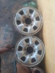 Vendo 4 pneus com calha da hilux