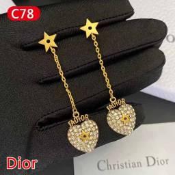 Lindo Brinco de Dior Chanel Gucci Louis Vuitton Burberry Dior prada