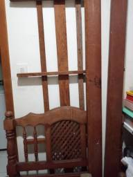 Cama em mdeira usada