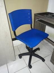 Cadeira giratória com rodinhas