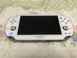 Vendo PS Vita bloqueado branco (Assassin?s Creed edition) + bolsa