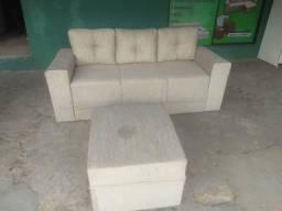 Sofá de 3 lugares de almofadas soutas i um pufao novo