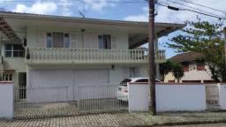 Aluga-se casa na praia Itaguaçu