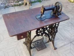 Máquina de costurar antiga