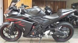 Yamaha YZF R3 Abs preta 2018