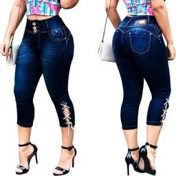 Calça Jeans Feminina Muito Elastano. Cós Largo. Modeladora Capri. Levanta BumBum