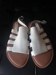 Vendo sandália  Melissa, cor areia, n°38