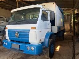 Caminhão Volks 17.250 E - compactador de lixo