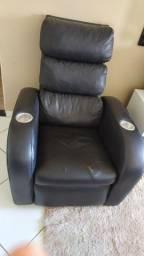 Poltrona reclinável de couro com porta copos