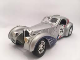 Título do anúncio: Bugatti Atlantic 1936 1-24 Burago