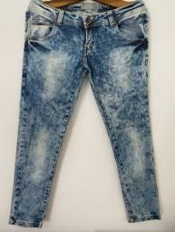 calça jeans estampada efeito marmorizada