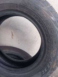 Dois pneus 175 70 14