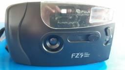 Câmera Fuji FZ-5 analógica para filme 35mm