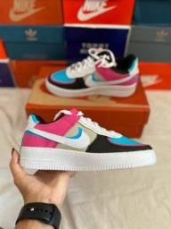 Tênis Nike Air Force colorido