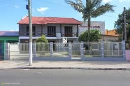 Título do anúncio: Linda casa a venda no centro de Torres/RS