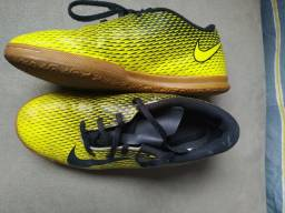 Tênis futsal original Nike - número 35