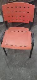 Cadeira Plástica com Porta Livros