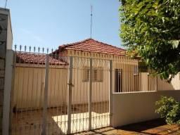 Título do anúncio: Casa com 3 dorms, Vila Braz, Pirassununga - R$ 245 mil, Cod: 10131611
