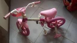 Bicicleta infantil rosa em Dias D'ávila