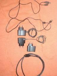 Todos esses cabos e carregadores por 25 reais