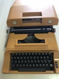 Vdndo máquina de datilografia
