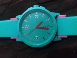 Relógio verde novo