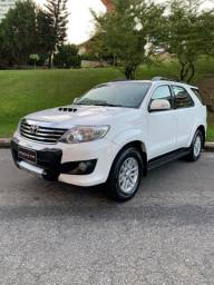 Toyota Hilux sw4 completa Aut Diesel 4x4 7 lugares Branca 2013