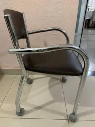 Vendo cadeira semi nova