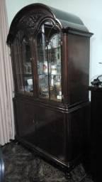 Cristaleira com armario, tipo chipandelle, antiguidade