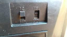 Rádio motorádio AM/FM 7 faixas à pilha e luz. 110/220volts