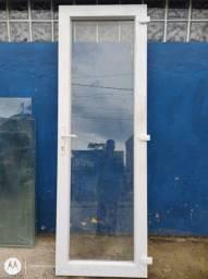 Portas PVC e vidros temperados