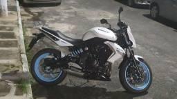 Título do anúncio: Motocicleta kawasaki er-6n 2010 branca