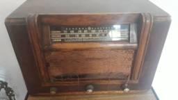 1 radio antigo