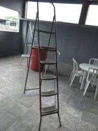 Escada em perfeito estado / só  pintar