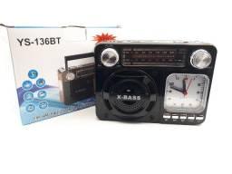 Título do anúncio: Rádio Relógio Retro Vintage Am Fm Usb Recarregavel E Pilha