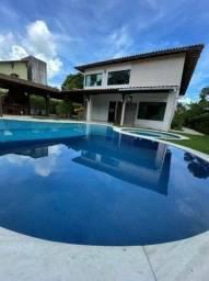 Casa com suítes, área de lazer completa, piscina privativa e 5 vagas.