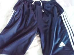 Título do anúncio:  Bermuda Adidas usada.original