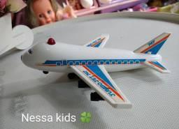 Avião Jumbo jet antigo