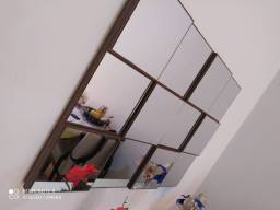 Aparador e espelho de parede