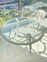 Mesa de Aluminio com vidro incolor.