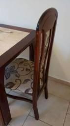 Mesa de jantar em madeira e mármore