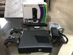 Xbox 360 com Kinect com 2 controles + 2 jogos