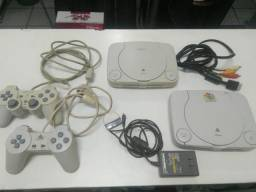 Playstation One Baby 2 Consoles + 2 Controles + Fonte e Cabo Original - Leiam Anuncio