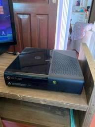 Xbox 360 - 500Gb - 2 controles s/fio - 22 jogos - bloqueado