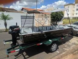 Canoa 5,5 mts com motor Mercury de 15 Hp