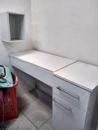 Escrivaninha e porta jóias