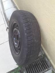 Roda com pneu da kombi perua