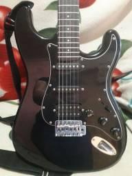 Vendo guitarra com pedaleira  seme Nova com capa