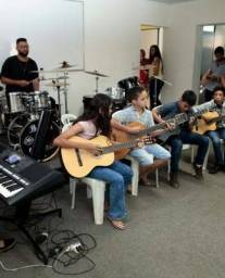 Aulas de teclado, guitarra, Cavaco, violão