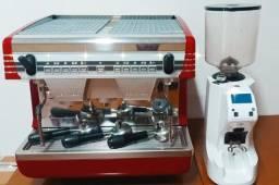 Maquina de Cafe Expresso Nuova Simonelli Appia II Volumétrica 2 grupos